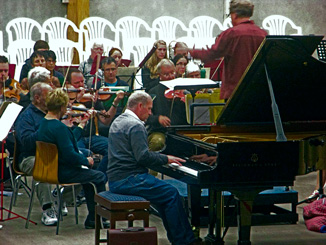 Michael Houston and orchestra in rehearsal