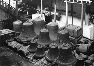 Bells for the National War Memorial after being unloaded at Kings Wharf, Wellington in 1931 (Ministry of Culture and Heritage)