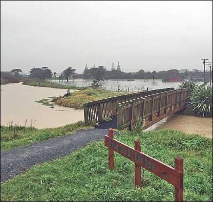 Flooded Ōtaki waterway (Atkinson Ave bridge)