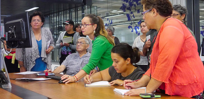 For many of the students the visit to both the National Library and National Archives was a highlight. Research Librarian Māori Trish Beamsley shows Professor Whatarangi Winiata (centre) and students through the registration process.