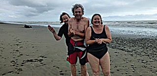 Dehlia Hynes, Malcolm Fredric & Deb Ryan confirm the reputation of Te Horo beach