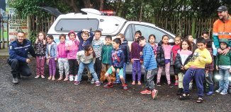 JL16_Police-vehicle-surrounded-by-children_F